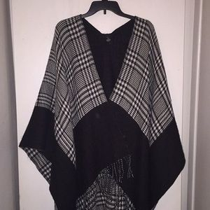 Cejon Fringe Cape black/white OSFA Very soft